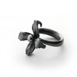 Сребърен пръстен - тъмно цвете с черна перла